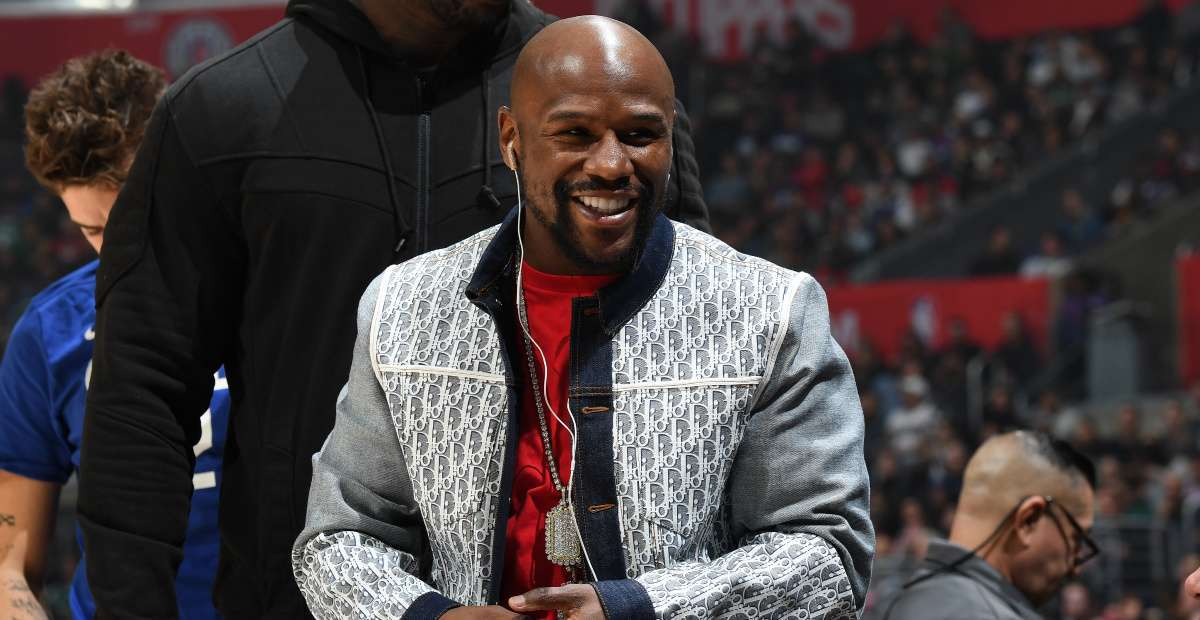 Floyd Mayweather's Bodyguard Reportedly Beats Fan Following Photo Request
