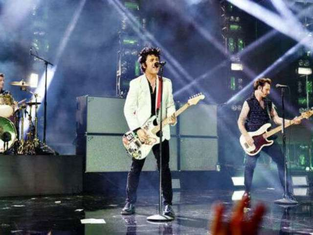 AMAs 2019: Green Day Plays First Chords of 'Smells Like Teen Spirit', Fans Flip Out