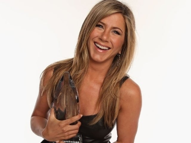 Jennifer Aniston Targeted by Strange Plastic Surgery Rumor
