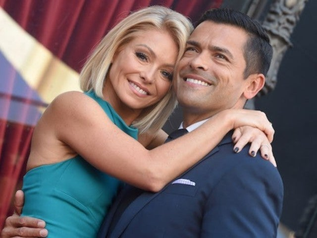 Kelly Ripa and Mark Consuelos Unite With Their Kids for 'Black Friday Thanksgiving': 'Better Late Than Never'