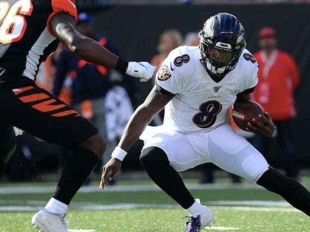 Ravens QB Lamar Jackson Had Fans Seeing Visions of Michael Vick With His Video Game Moves