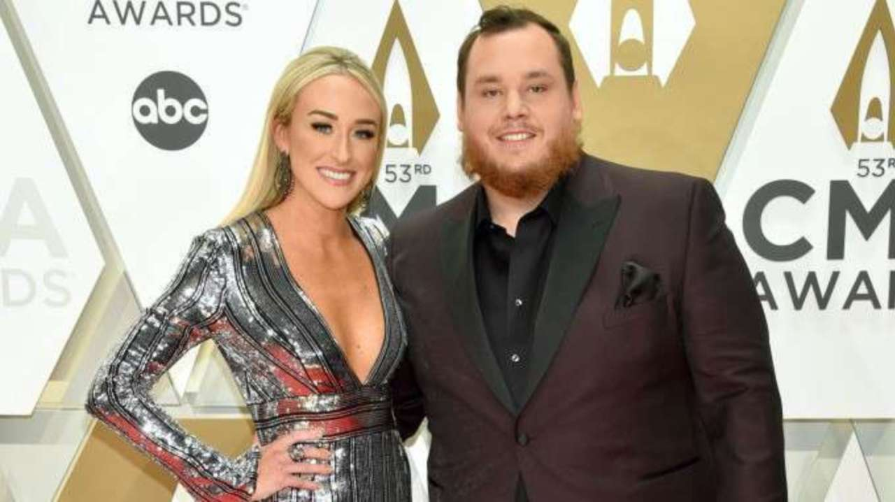 Cma Awards Luke Combs Steps Out With Fiancee Nicole Hocking In Sharp Suit