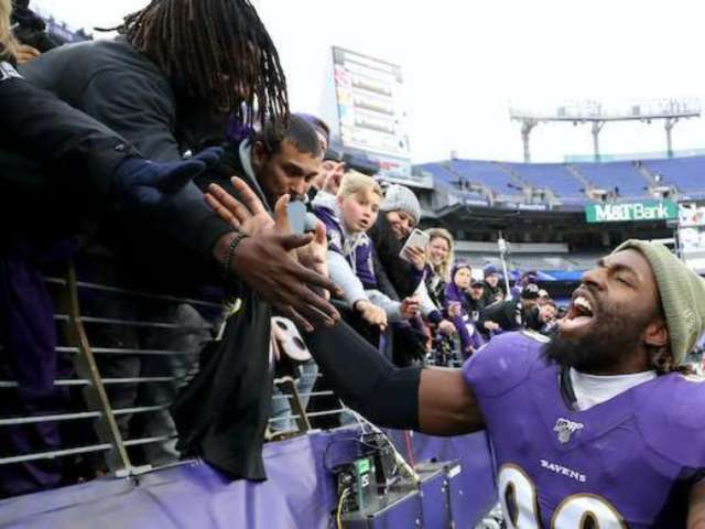 Ravens Defenders Take Food, Beer From Rams' Fans During Blowout