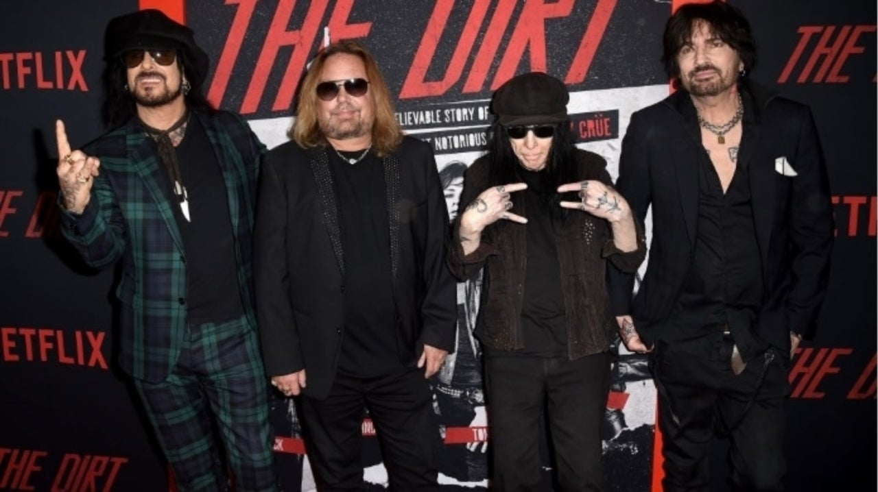 Motley Crue's Vince Neil Walks off Stage During Disastrous 1st Post-COVID Concert.jpg