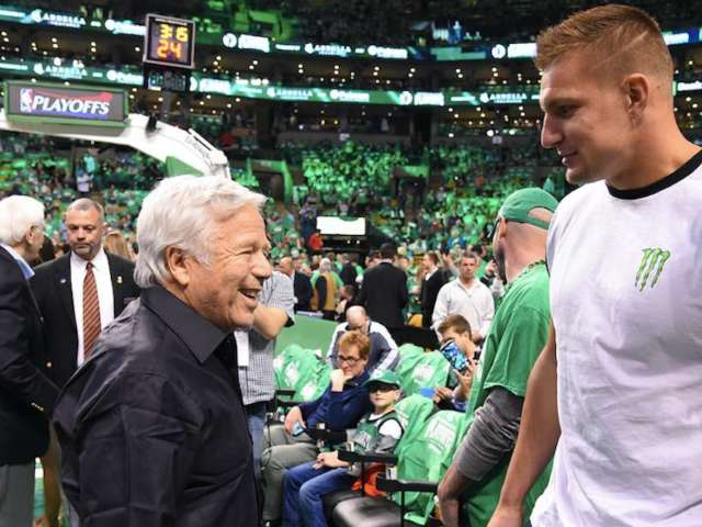 Patriots Owner Robert Kraft Reportedly Asks Rob Gronkowski to Return for Playoff Run