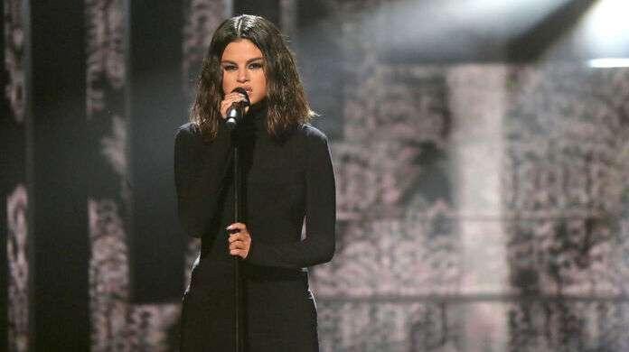 Selena-Gomez-AMAs