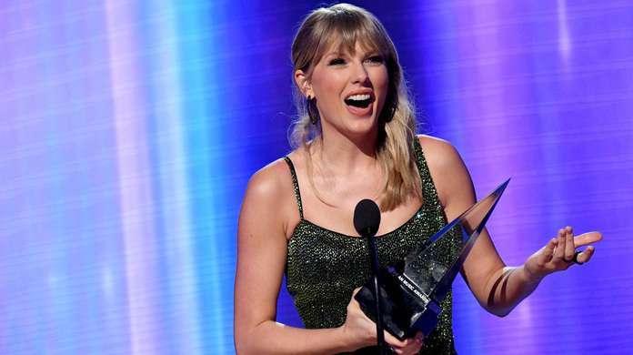 Taylor-Swift-AMAs