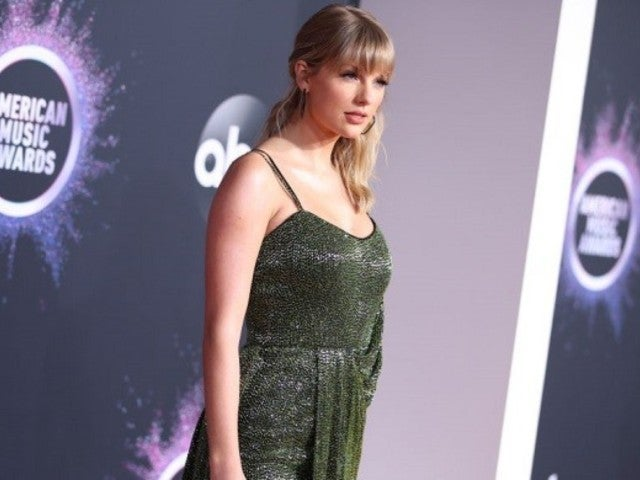 AMAs 2019: Taylor Swift's Green Dress Sparked Social Media to Have Some Words