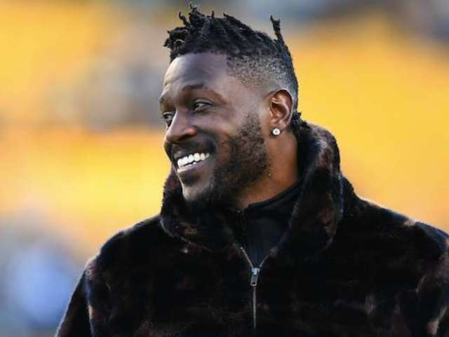 Antonio Brown Flashes Giant Stack of Cash, Calls It His 'Voided Contract Money'