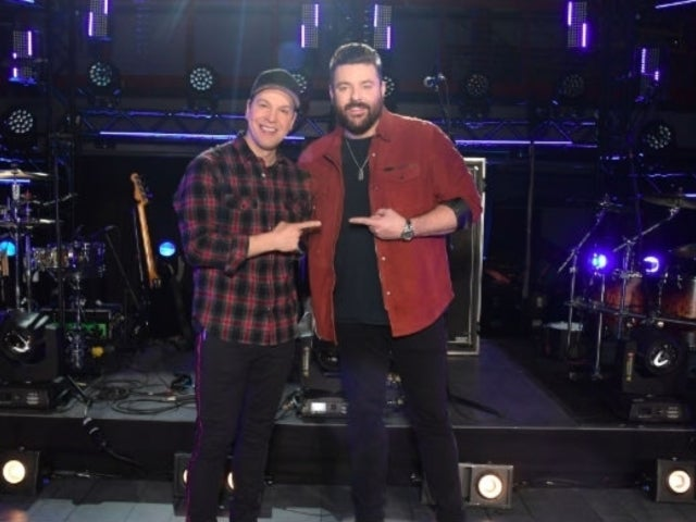 Watch Chris Young and Gavin DeGraw Perform 'Drowning' for 'CMT Crossroads'