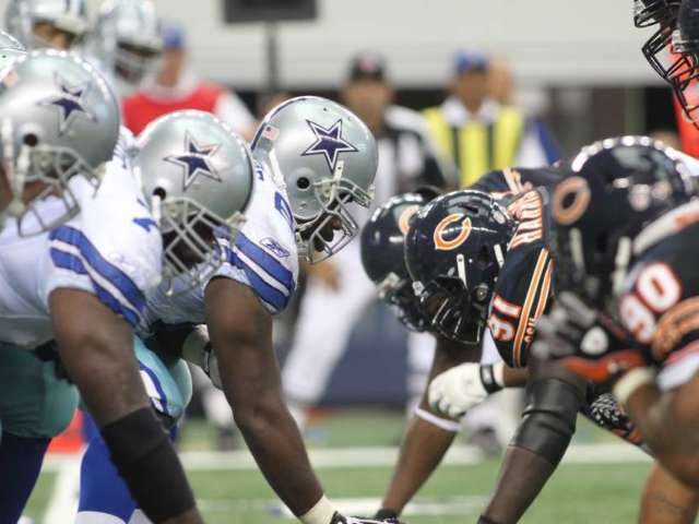 Dallas Cowboys Fans Brawl, Toss Haymakers at Chicago Bears Fans at Soldier Field