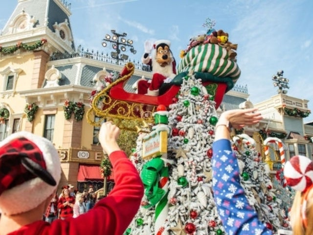 Disney Christmas Parade: Fans Delighted by Same-Sex Couple Segment, Share Awkward Moments With Family