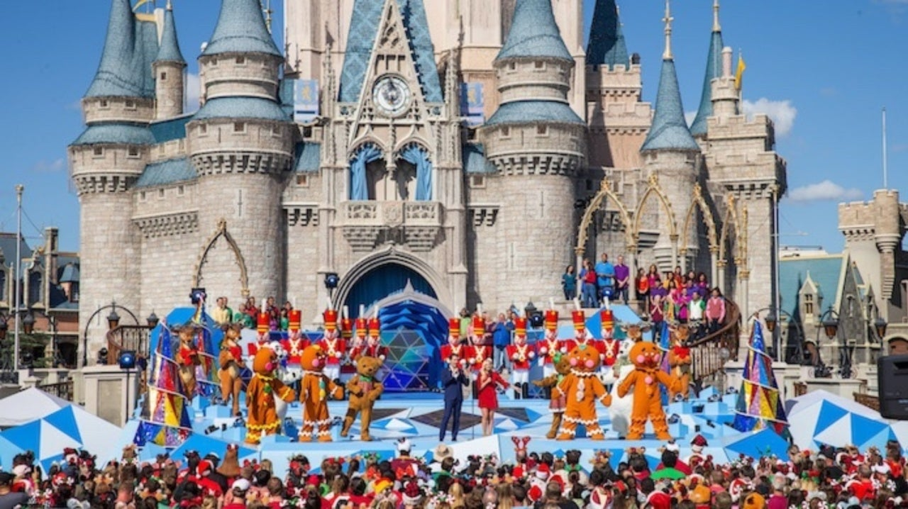 Disneyland Christmas Parade Broadcast Time 2021 Disney Christmas Parade How To Watch What Time And What Channel