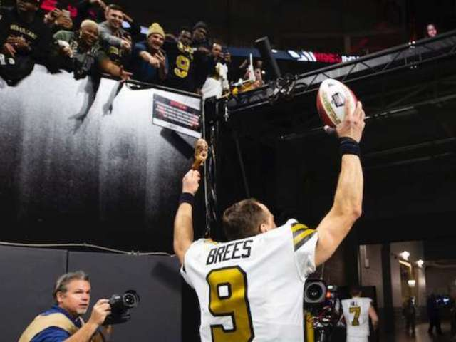 Drew Brees Breaks NFL's All-Time Passing Touchdowns Record
