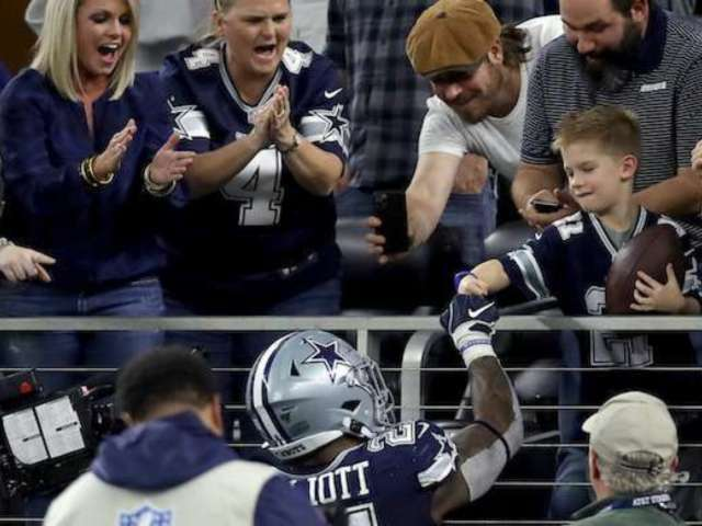 Ezekiel Elliott Shares Photo of Young Cowboys Fan, Explains Why He Plays the Game
