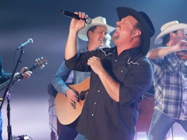 Joe Diffie Claims Garth Brooks Had a 'Blue Aura' Around Him During a Performance Early in His Career