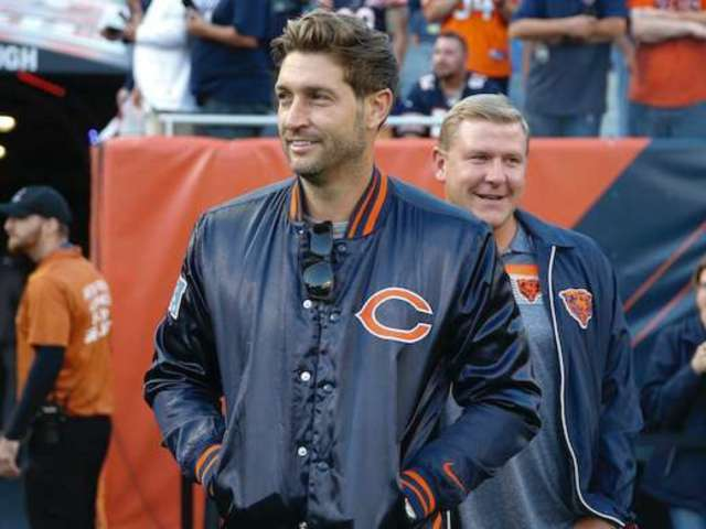Watch: Jay Cutler Steps Behind the Bar to Serve Beer in New Orleans Ahead of Clemson vs LSU
