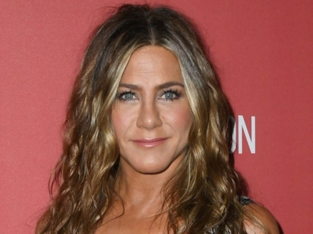 Jennifer Aniston Reveals Her 'Happy Holidays' Photo With a Few Famous Faces in It
