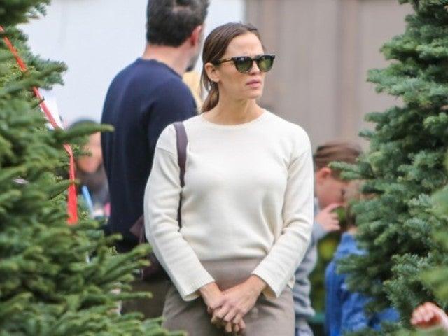 Jennifer Garner Reveals Problem With Massive Christmas Tree She Chose With Ex Ben Affleck
