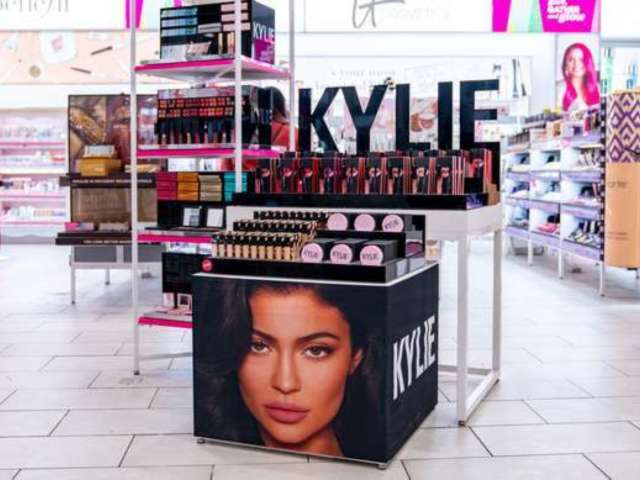 Kylie Jenner Fans Complain After She Posts Cyber Monday Tweet