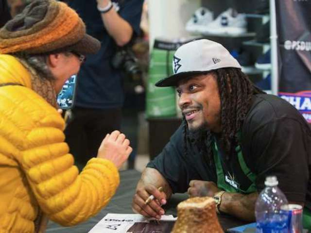 Marshawn Lynch's Return to Seahawks Has Social Media Calling It a 'Christmas Miracle'