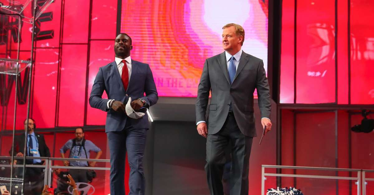 Roger Goodell Michael Vick Will Be Honored Despite Backlash