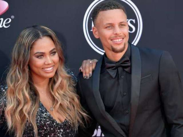 Steph Curry Completely Transforms Into the Grinch for Holiday Costume Alongside Wife Ayesha