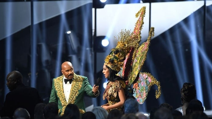 steve-harvey-miss-malaysia-shweta-sekhon_getty-Paras Griffin : Stringer