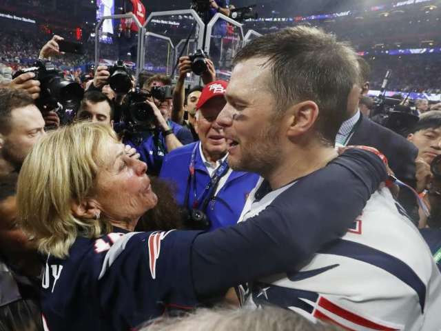 Tom Brady Reveals Why Gisele and His Mother Want Him to Retire in New Preview of E!'s 'In the Room'