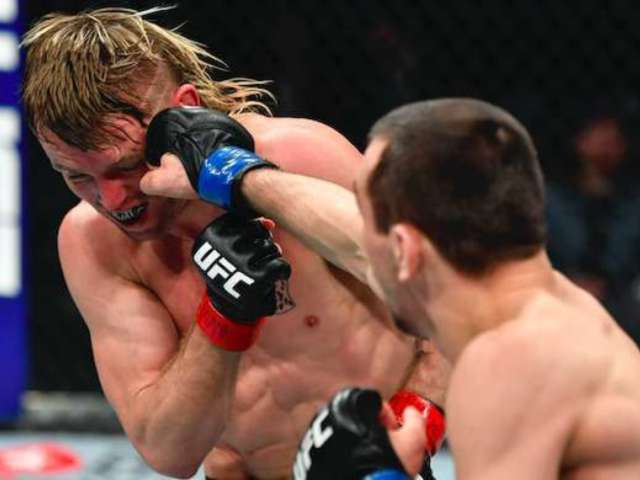 UFC 246: Tim Elliott Gets Knocked out While Standing up, Recovers and Keeps Fighting