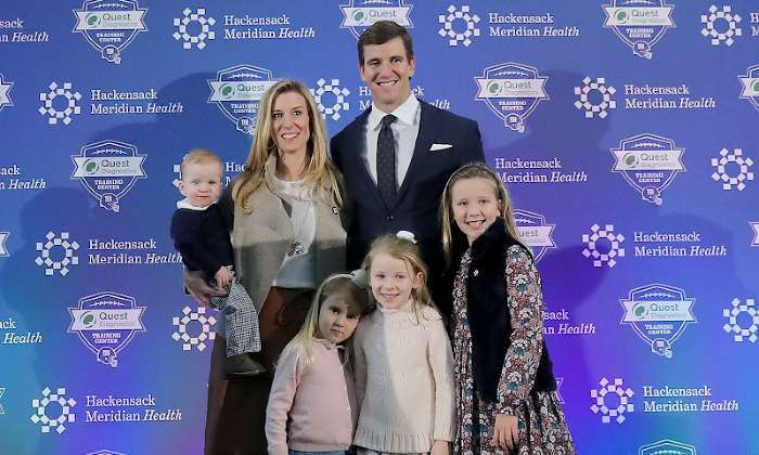 eli-manning-abby-mcgrew-family-kids-giants-retirement-announcement (1)