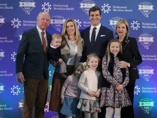 Eli Manning Poses With Dad Archie Alongside Family During New York Giants Retirement Press Conference