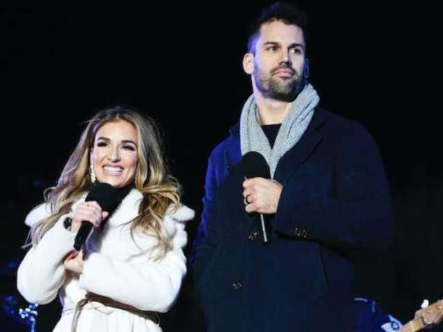 Eric and Jessie James Decker Share a Smooch in Times Square on New Year's Eve