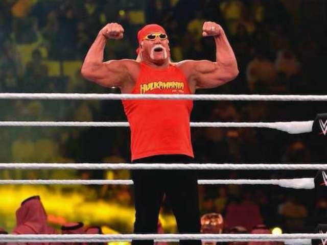 Hulk Hogan Reveals New Look in Mirror Selfie