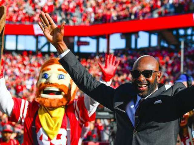 NFC Championship: Jerry Rice Shows He's Still Got It Snagging Catches in a Suit, and Niners Fans Have Thoughts