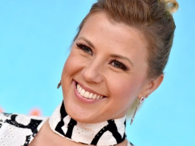 'Fuller House' Star Jodie Sweetin Flashes Massive Thigh Tattoo During Birthday Beach Vacation