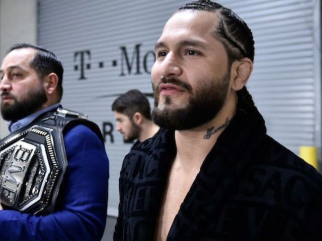 UFC 246: Conor McGregor's Potential Next Opponent Jorge Masvidal Trolls Him With Versace Robe at Ringside