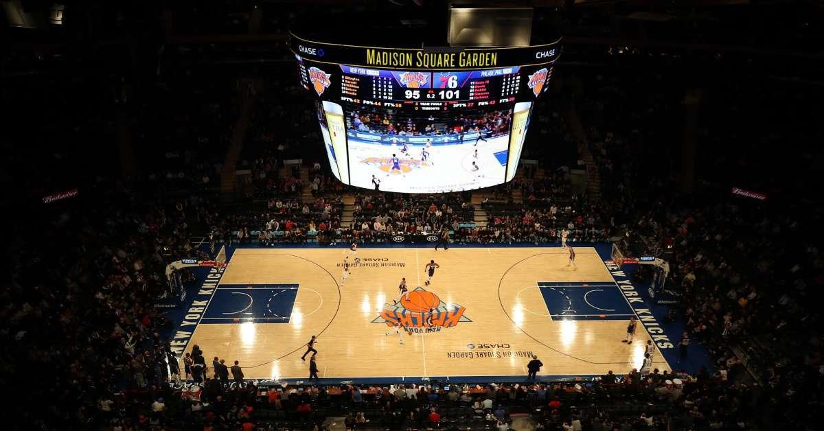 Knicks Kiss Cam awkward make out cringing
