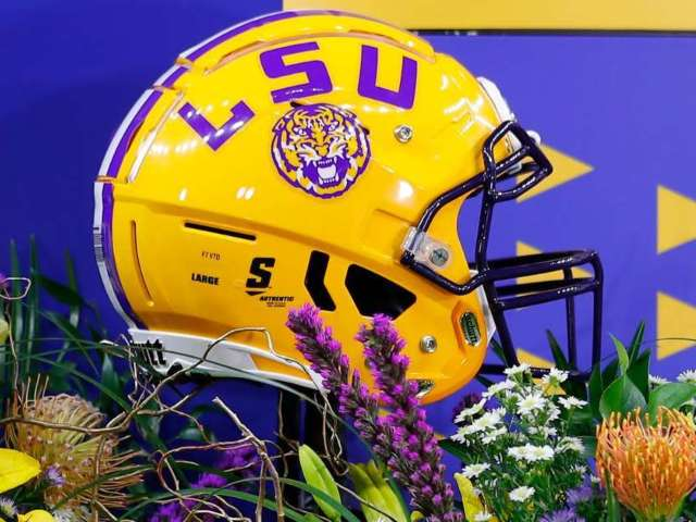 LSU Football Staff Bus Involved in Minor Crash Heading to Washington D.C.