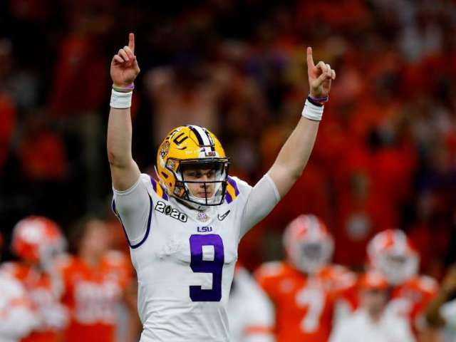 LSU QB Joe Burrow Smokes Big Cigar After Defeating Clemson, and Fans Can't Get Over It