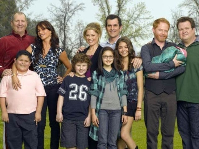 'Modern Family' Stars Share Emotional Behind-the-Scenes Photos From Their Last Day on Set