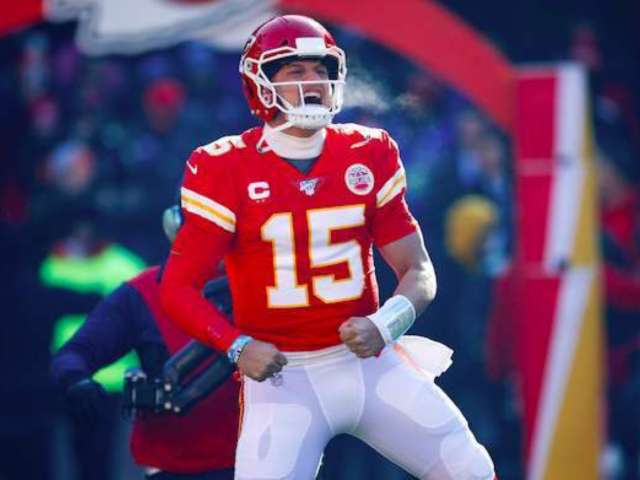 Patrick Mahomes and Girlfriend Brittany Matthews Lock Lips After Chiefs Defeat Titans