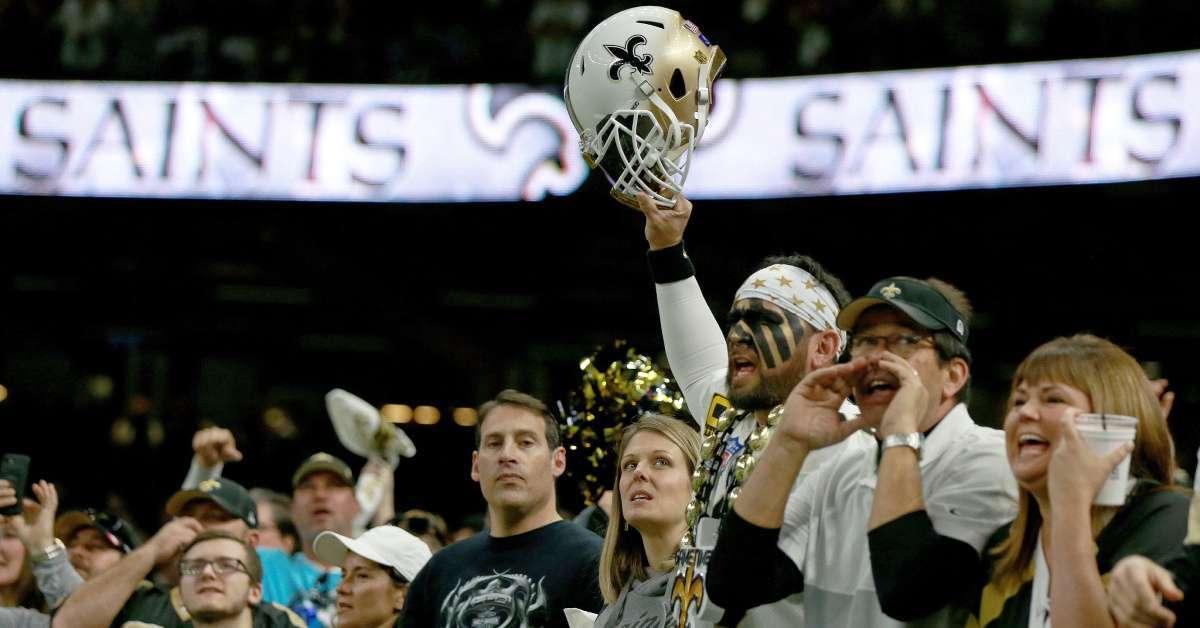 Saints fans throw trash referees loss Vikings