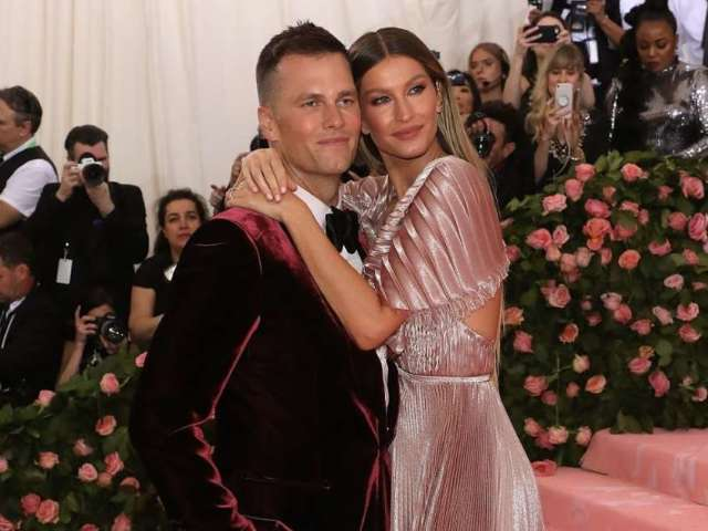 Tom Brady's Wife Gisele Lights up Social Media With New Year's Wish for Fans