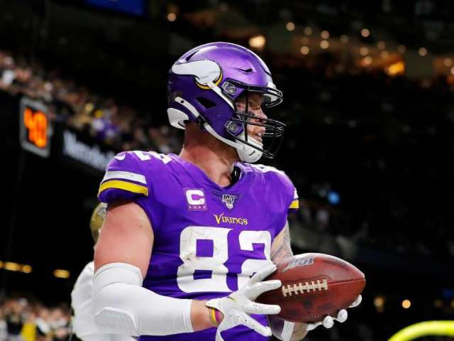Vikings' Kyle Rudolph Reacts After His Playoff Gloves Are Sold on eBay
