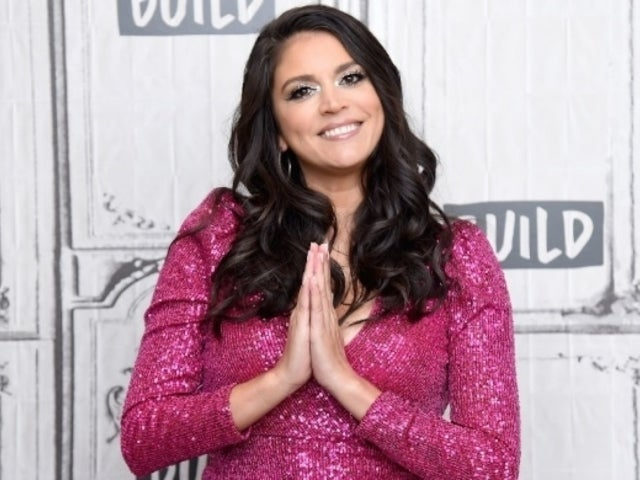 'SNL' Star Cecily Strong Nabs New Apple TV+ Musical Comedy Series