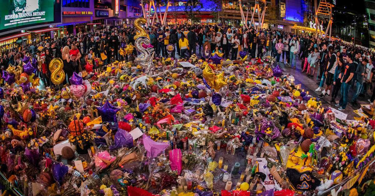 Kobe Bryant Lakers fans paying respects wrong gravesite
