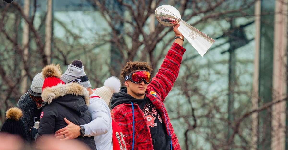 Patrick Mahomes Kobe Bryant Jersey Super Bowl parade