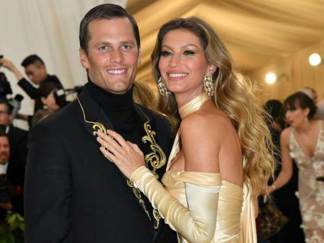 Tom Brady and Gisele Bundchen Pose Together for Cozy Valentine's Day Selfies