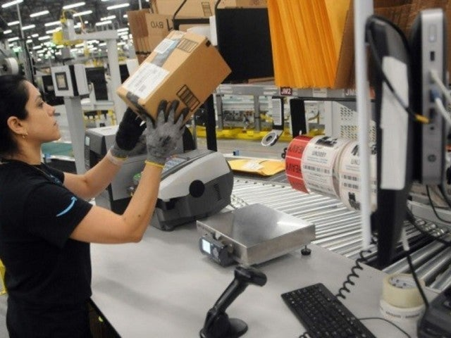 Amazon Hiring Event Photo Hits Twitter Amid Coronavirus Pandemic, Fan Has Words After Posting Pic